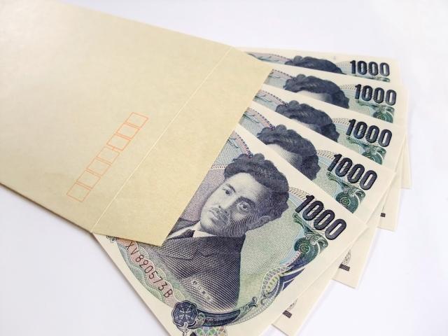 封筒に入った千円札