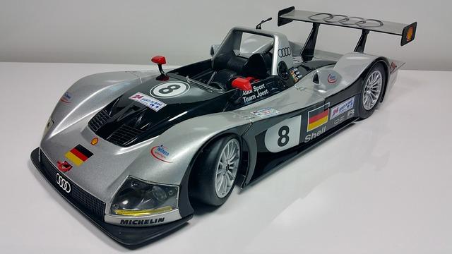 レーシングカーのプラモデル完成品