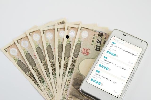 スマホと1万円札