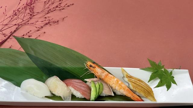 寿司と笹の葉・モミジ